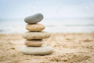fünf Steine aufeinander