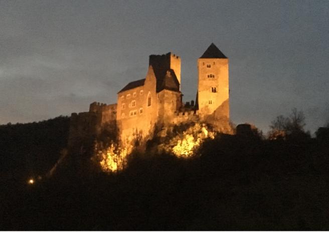 Burg Hardegg abends