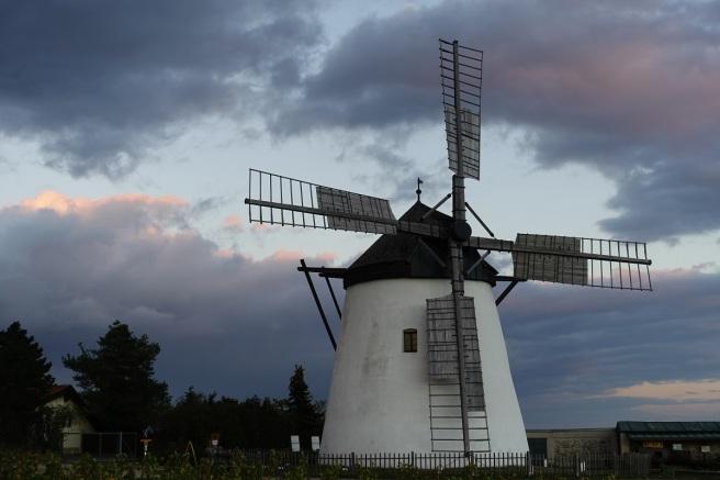 Retz Windmühle Wolken 1