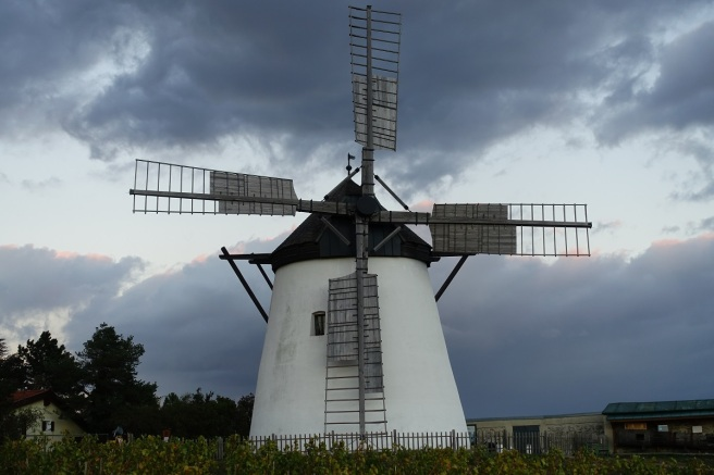 Retz Windmühle Wolken 2