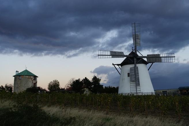 Retz Windmühle Wolken 3