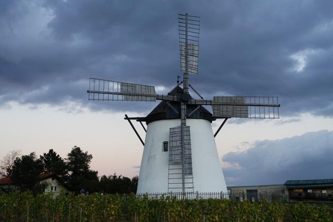 Retz Windmühle Wolken 4